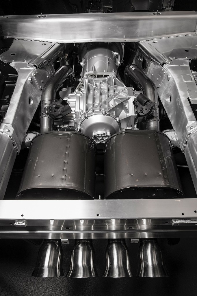 The 2015 Corvette Z06 features a standard electronic limited slip differential (eLSD) that continually adjusts engagement of the limited slip to balance between steering response and stability in different driving conditions.