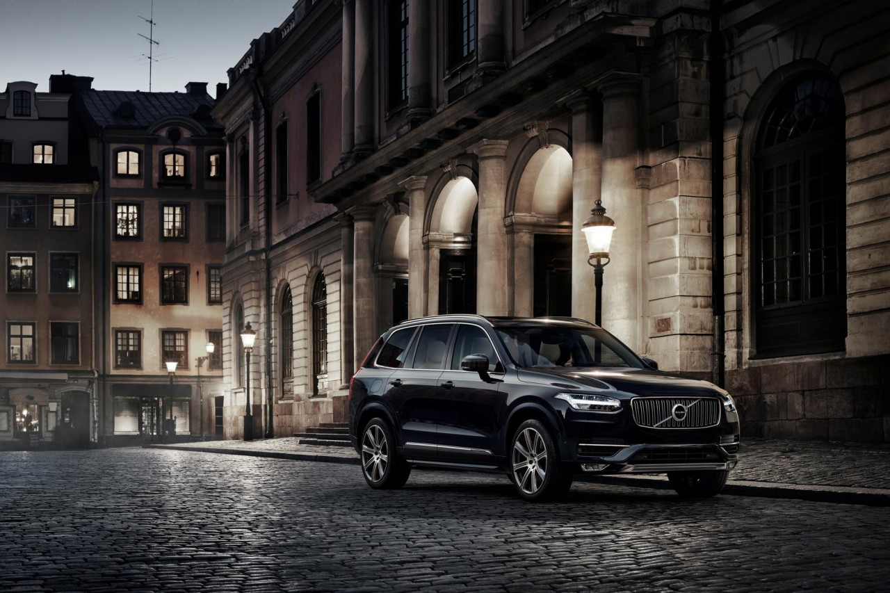 The new Volvo XC90's bolder frontage with 'Thor's Hammer' day running lights.