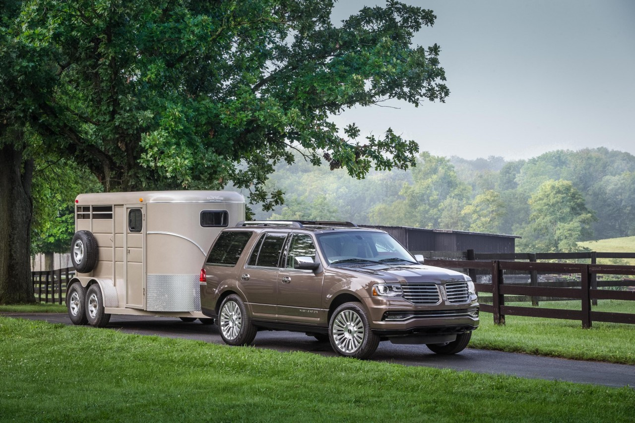 The 2015 Lincoln Navigator can pull 9000 lb.