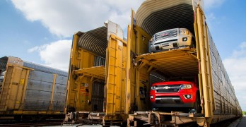 Picture of the Chevy Colorado and GMC Canyon being shipped