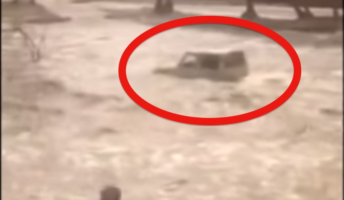 Looks like this 4×4 is about to be swept away in flood, watch and see what happens!