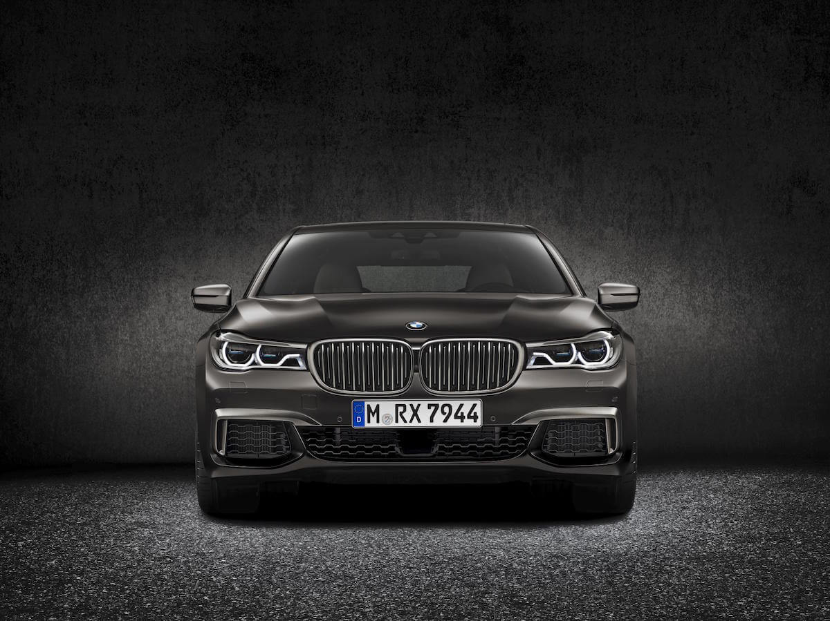 2017 BMW M760i xDRIVE Picture 3