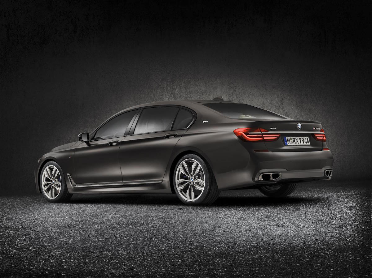 2017 BMW M760i xDRIVE Picture 4