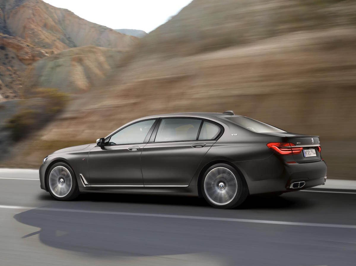 2017 BMW M760i xDRIVE Picture 7